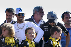 Lewis Hamilton, Mercedes AMG F1, Ross Brawn, Managing Director of Motorsports, FOM, Sergio Perez, Force India, some RACC junior Karters