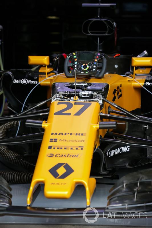 Renault Sport F1 Team RS17 у гаражі