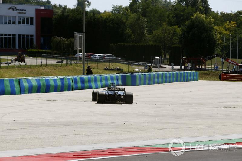 Сантіно Ферруччі, Haas F1 Team VF-17, повертається на трасу