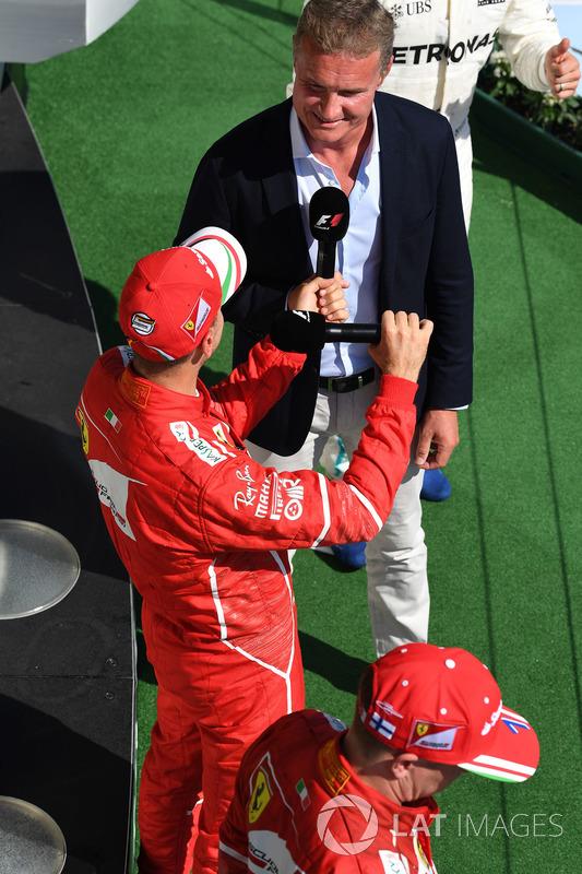 Sebastian Vettel, Ferrari y David Coulthard, Channel Four TV en el podio