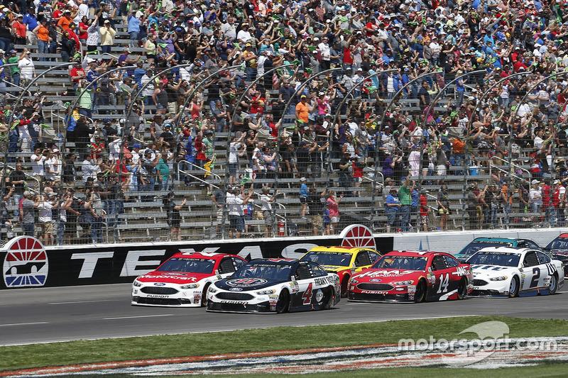 Kevin Harvick, Stewart-Haas Racing, Ford; Ryan Blaney, Wood Brothers Racing, Ford