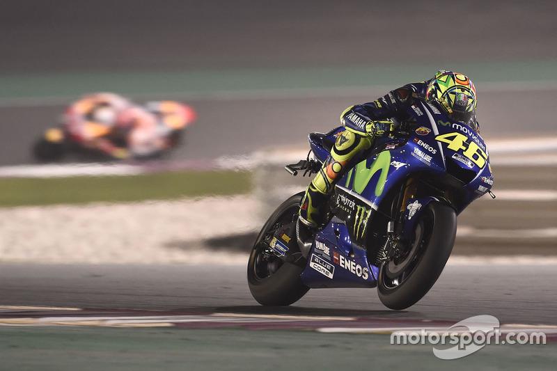 Die Kamera hängt herunter am Bike von Valentino Rossi, Yamaha Factory Racing