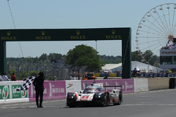 #2 Porsche LMP Team Porsche 919 Hybrid: Timo Bernhard, Earl Bamber, Brendon Hartley takes the win