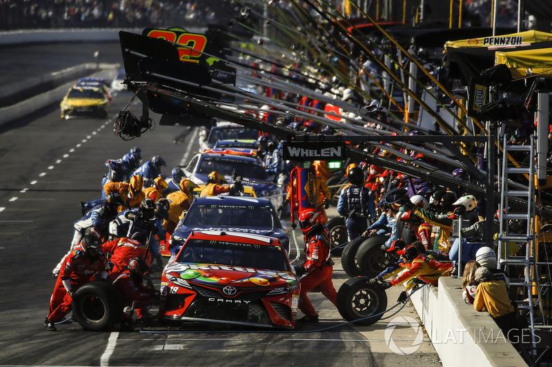 3. Parada en boxes de Kyle Busch, Joe Gibbs Racing Toyota