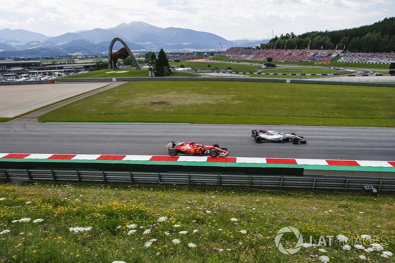 Kimi Raikkonen, Ferrari SF70H and Lance Stroll, Williams FW40