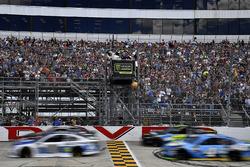 Dale Earnhardt Jr., Hendrick Motorsports Chevrolet, Kevin Harvick, Stewart-Haas Racing Ford