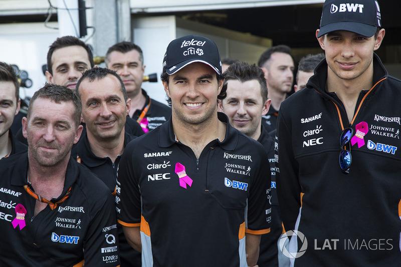 Sergio Pérez y Esteban Ocon en el acto de Force India contra el cáncer de mama