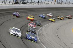 Chase Elliott, Hendrick Motorsports Chevrolet, Brad Keselowski, Team Penske Ford