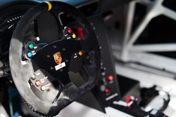 Il volante della Porsche 911 GT3 Cup del team AB Racing