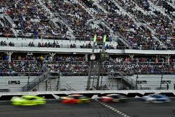 Ryan Blaney, Team Penske Ford Fusion leads