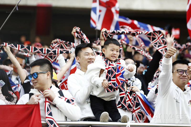 Chinese fans show their allegiance to Lewis Hamilton, Mercedes AMG F1, by wearing Union Jack colours