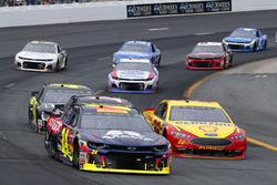 William Byron, Hendrick Motorsports, Chevrolet Camaro AXALTA and Joey Logano, Team Penske, Ford Fusion Shell Pennzoil