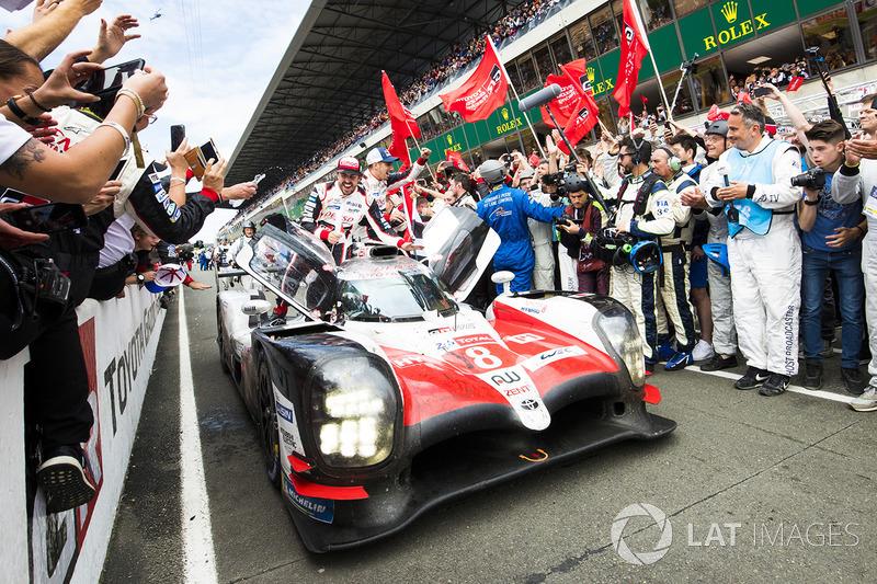 Toyota впервые в своей истории выиграла марафон в Ле-Мане