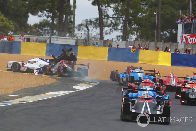 #1 Rebellion Racing Rebellion R-13: Andre Lotterer, Neel Jani, Bruno Senna crashes into #10 Dragonspeed BR Engineering BR1: Henrik Hedman, Ben Hanley, Renger Van der Zande at the start
