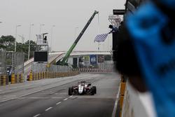 Checkered flag for Callum Ilott, SJM Theodore Racing by Prema, Dallara Mercedes