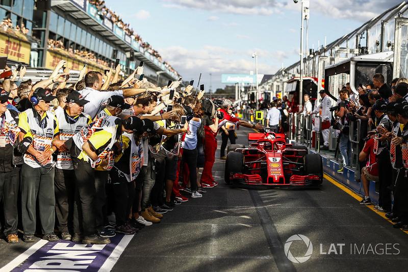 Race winner Sebastian Vettel, Ferrari SF71H celebrates with Maurizio Arrivabene, Ferrari Team Princi