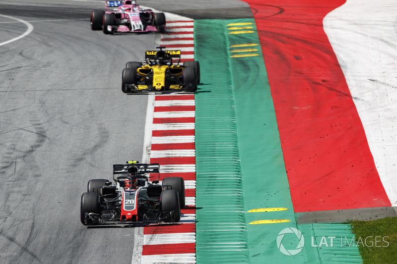 Kevin Magnussen, Haas F1 Team VF-18, Nico Hulkenberg, Renault Sport F1 Team R.S. 18, Esteban Ocon, Force India VJM11