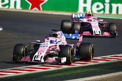 Sergio Perez, Force India VJM11, devant Esteban Ocon, Force India VJM11