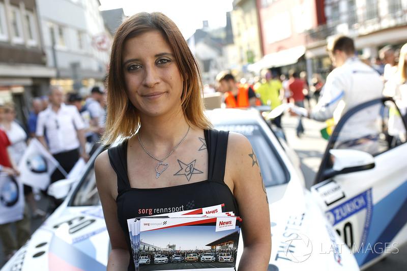 Chica de la parrilla de #60 Securtal Sorg Rennsport BMW M4 GT4: Dirk Adorf, Tom Coronel, Beitzke Visser, Nico Menzel