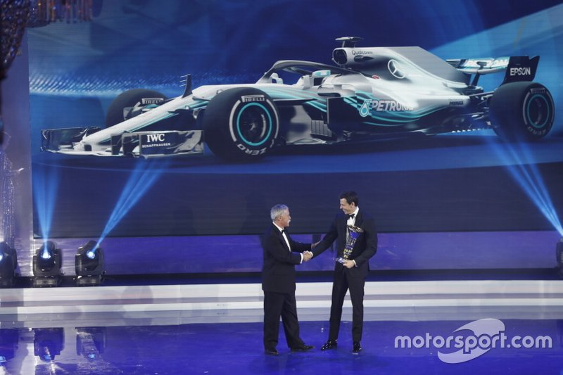 Chase Carey, F1 CEO, Toto Wolff, Executive Director (Business), Mercedes AMG