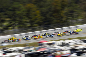 Aric Almirola, Stewart-Haas Racing, Ford Fusion Smithfield Bacon for Life, William Byron, Hendrick Motorsports, Chevrolet Camaro Hertz