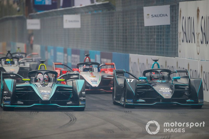 Mitch Evans, Panasonic Jaguar Racing, Jaguar I-Type 3 side by side with Gary Paffett, HWA Racelab, VFE-05