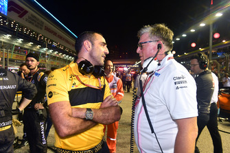 Otmar Szafnauer, Team Principal, Racing Point Force India e Cyril Abiteboul, Managing Director, Renault Sport F1, in griglia di partenza