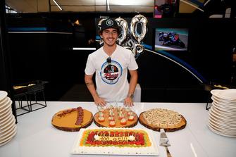 Francesco Bagnaia, Sky Racing Team VR46, durante i festeggiamenti per il suo 100esimo GP