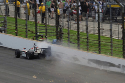 J.R. Hildebrand, Panther Racing crashes on the last lap