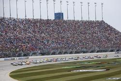 Kyle Busch, Joe Gibbs Racing Toyota leads the field to green
