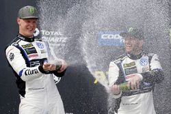 Podium : le vainqueur Johan Kristoffersson, Volkswagen Team Sweden, le troisième Petter Solberg, PSRX Volkswagen Sweden