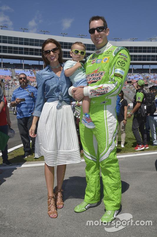 Kyle Busch, Joe Gibbs Racing, Toyota, mit Ehefrau Samantha und Sohn Brexton