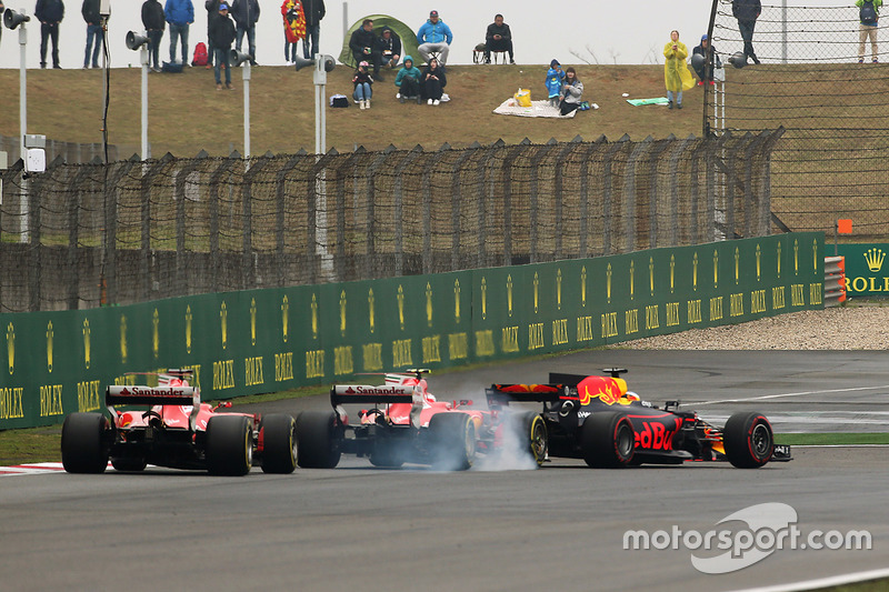 Daniel Ricciardo, Red Bull Racing RB13; Kimi Räikkönen, Ferrari SF70H; Sebastian Vettel, Ferrari SF7