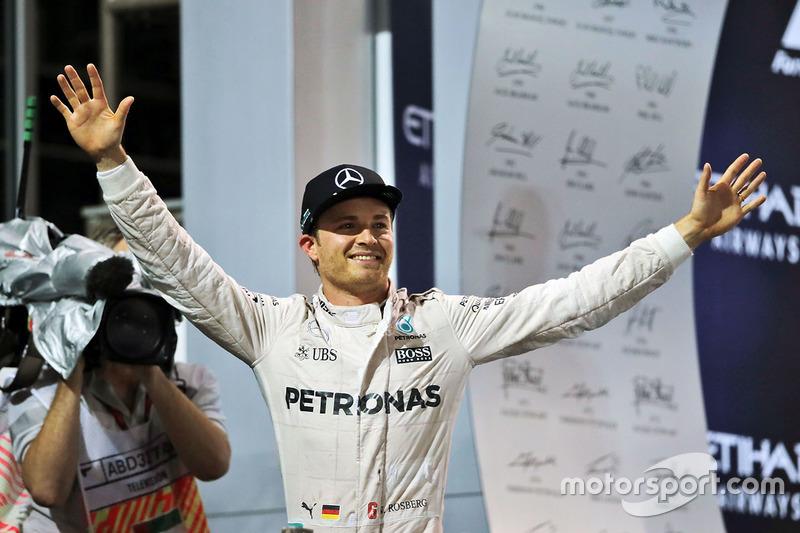 Campeón del mundo Nico Rosberg, de Mercedes AMG F1 que se celebra en el podio