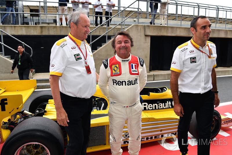 Керівник Renault Sport F1 Сіріль Абітбуль, директор Renault Sport F1 Жером Столль, Рене Арну, Renault RS01