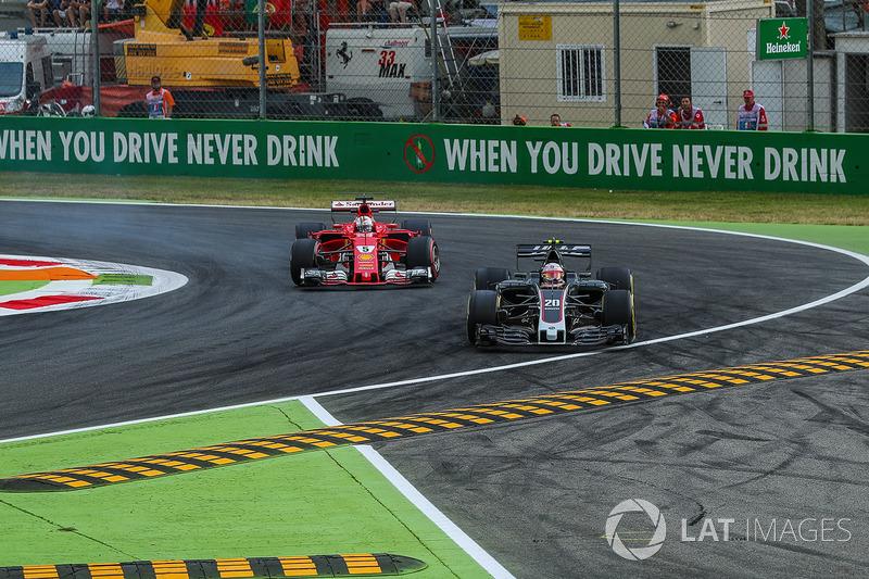 Kevin Magnussen, Haas F1 Team VF-17 locks up and runs wide alongside Sebastian Vettel, Ferrari SF70H