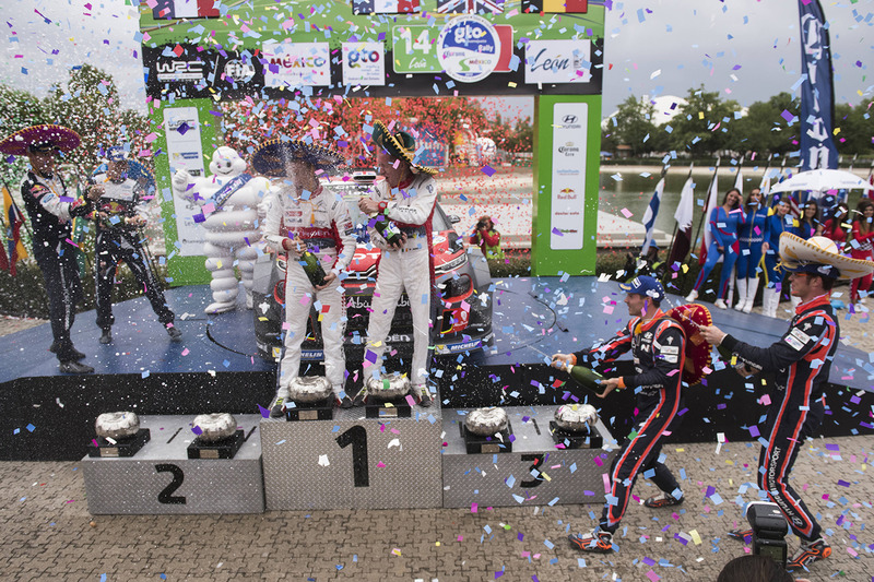 Podium: ganadores, Kris Meeke, Paul Nagle, Citroën World Rally Team, segundos, Sébastien Ogier, Juli