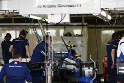 Sauber mechanics prepare Pascal Wehrlein''s Sauber C36 for Antonio Giovinazzi