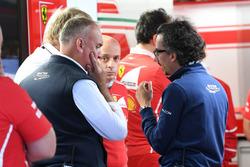 Laurent Mekies, directeur de la sécurité de la FIA, dans le garage Ferrari