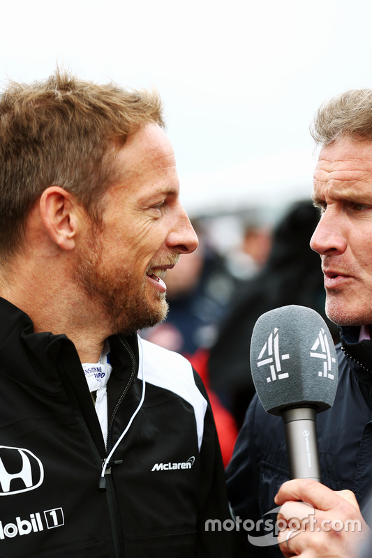(Зліва направо): Дженсон Баттон, McLaren та Девід Култхард, Red Bull Racing and Scuderia Toro Rosso консультант / Channel 4 F1 на стартовій решітці