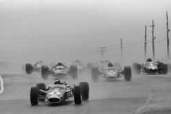 Start: Jim Clark, Lotus leads
