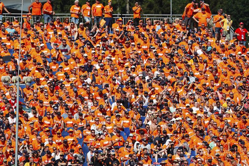 De nombreux fans néerlandais en tribune