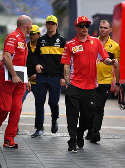 Jock Clear, Ferrari Chief Engineer, Nico Hulkenberg, Renault Sport F1 Team and Kimi Raikkonen, Ferrari