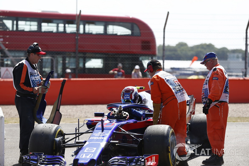 Pierre Gasly, Scuderia Toro Rosso STR13 stops on track