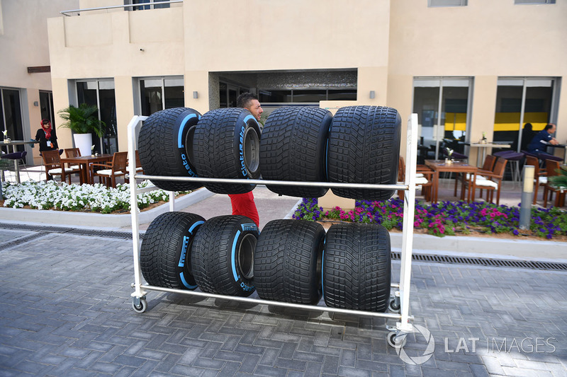 Mecánico de Ferrari y Pirelli neumáticos