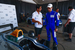 Lucas di Grassi, Audi Sport ABT Schaeffler, se encuentra con el cantante chino Pakho Chau