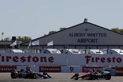 Robert Wickens, Schmidt Peterson Motorsports Honda et Alexander Rossi, Andretti Autosport Honda se crashent dans le premier virage