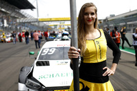 Chica de la parrilla de Mike Rockenfeller, Audi Sport Team Phoenix