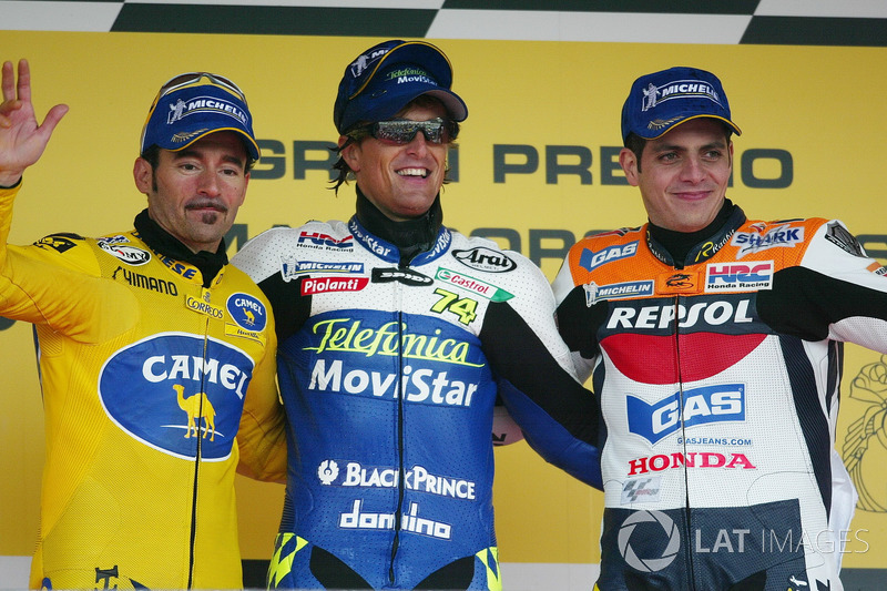 Podio: ganador de la carrera Sete Gibernau, Honda, segundo lugar Max Biaggi, Honda, tercer lugar Alex Barros, Repsol Honda