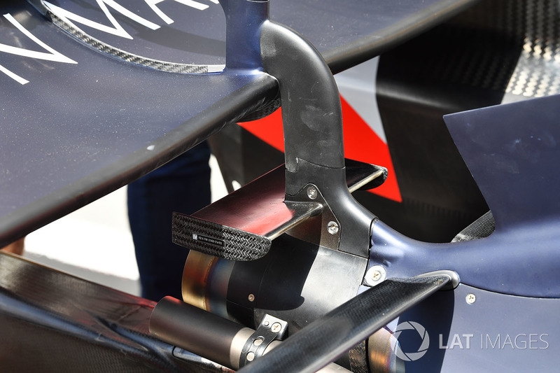 Detail sayap belakang Red Bull Racing RB14